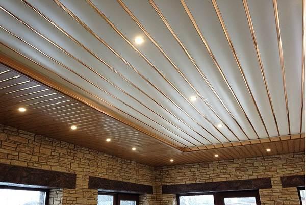 Реечный-потолок-его-особенности-виды-и-монтаж-7