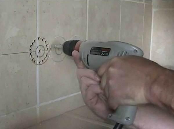 Как-просверлить-отверстие-в-керамической-плитке-1