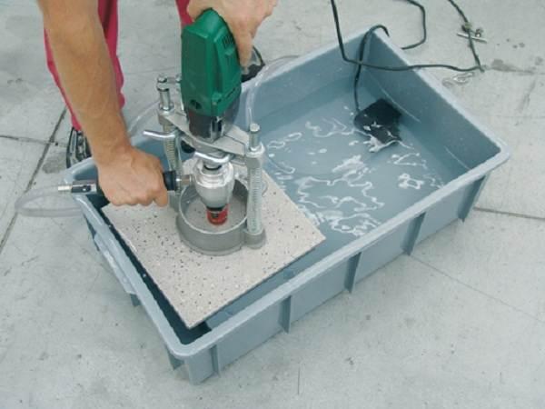 Как-просверлить-отверстие-в-керамической-плитке-2